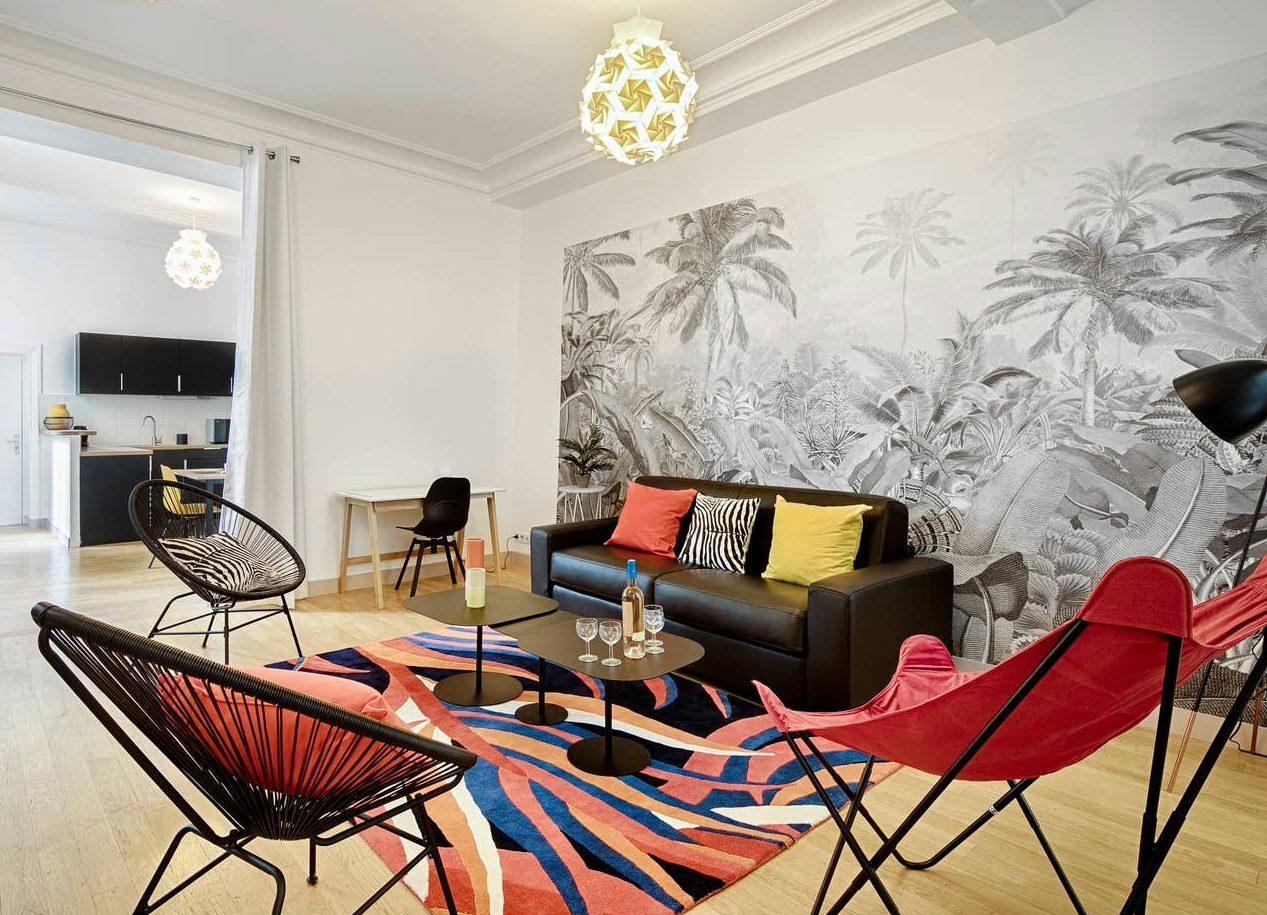 Aménagement d'un appartement avec une décoration colorée