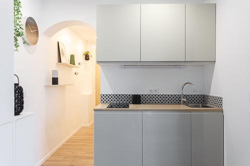 cuisine-beige-ouverte-sur-salon