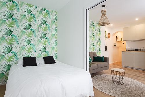 Photo d'une cloison à galandage séparant un salon et une chambre