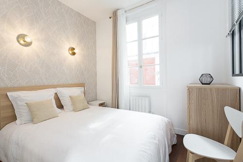 Chambre avec une ambiance beige et blanc agréable